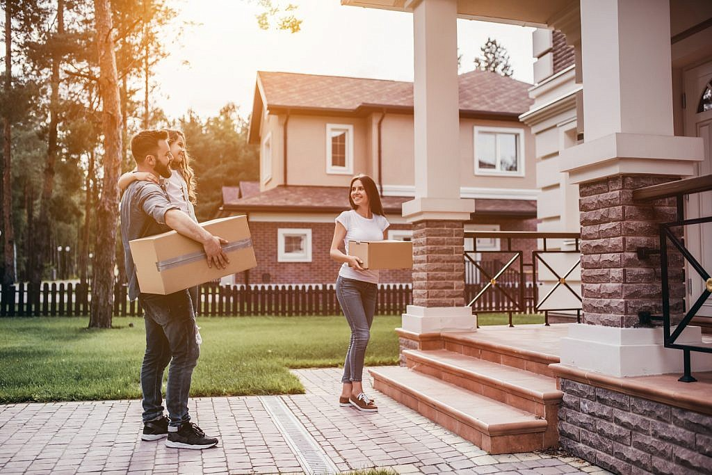 21 tips to make moving into your first home a breeze for Moving into a new build house tips