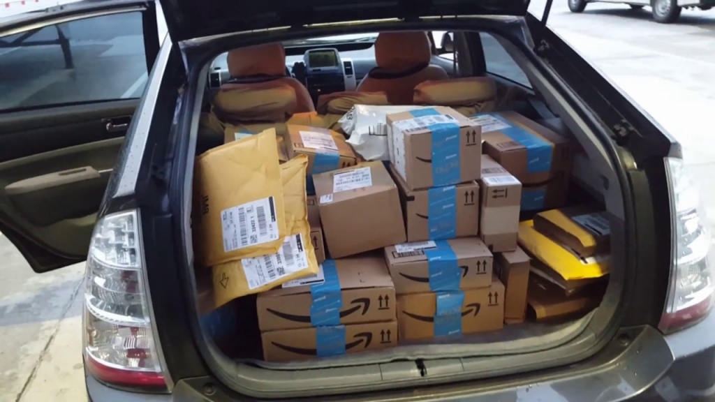 amazon-courier-car