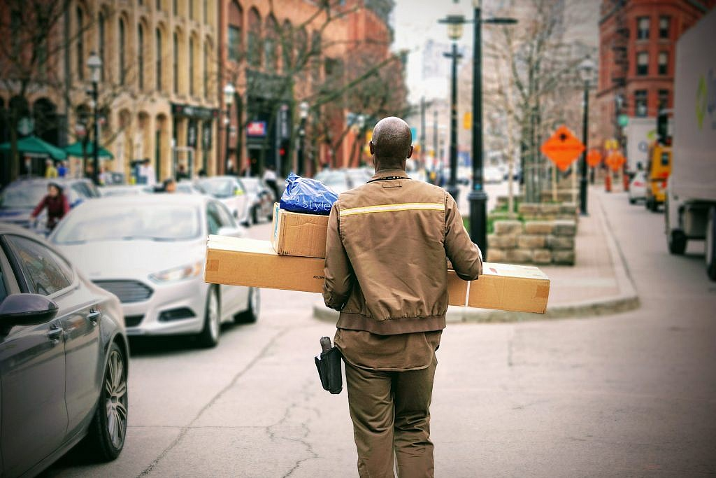 14 Gig Economy Courier Jobs If You're Tired of Rideshare